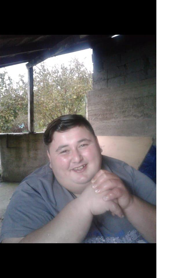 kilosu-nedeniyle-sevdigi-kizla-evlenemeyince-6-ayda-212-kilo-verdi-9024-dhaphoto11.jpg