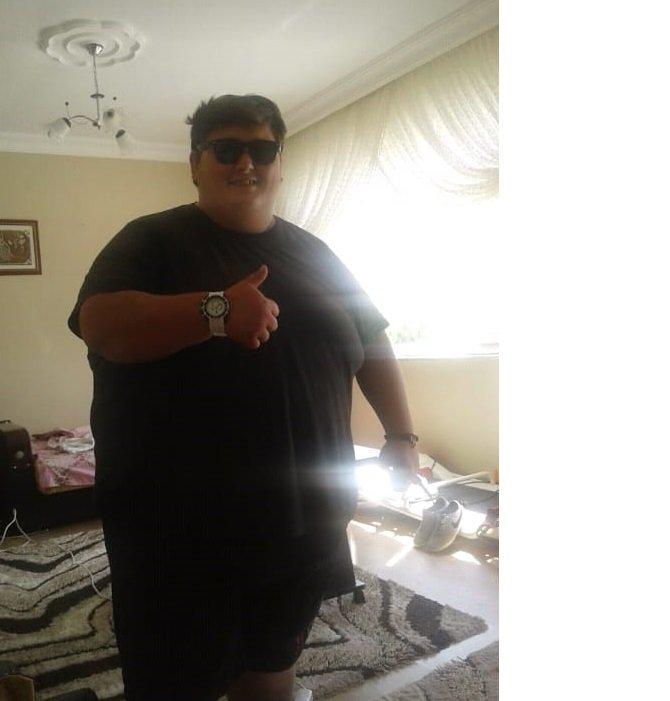 kilosu-nedeniyle-sevdigi-kizla-evlenemeyince-6-ayda-212-kilo-verdi-9024-dhaphoto13.jpg