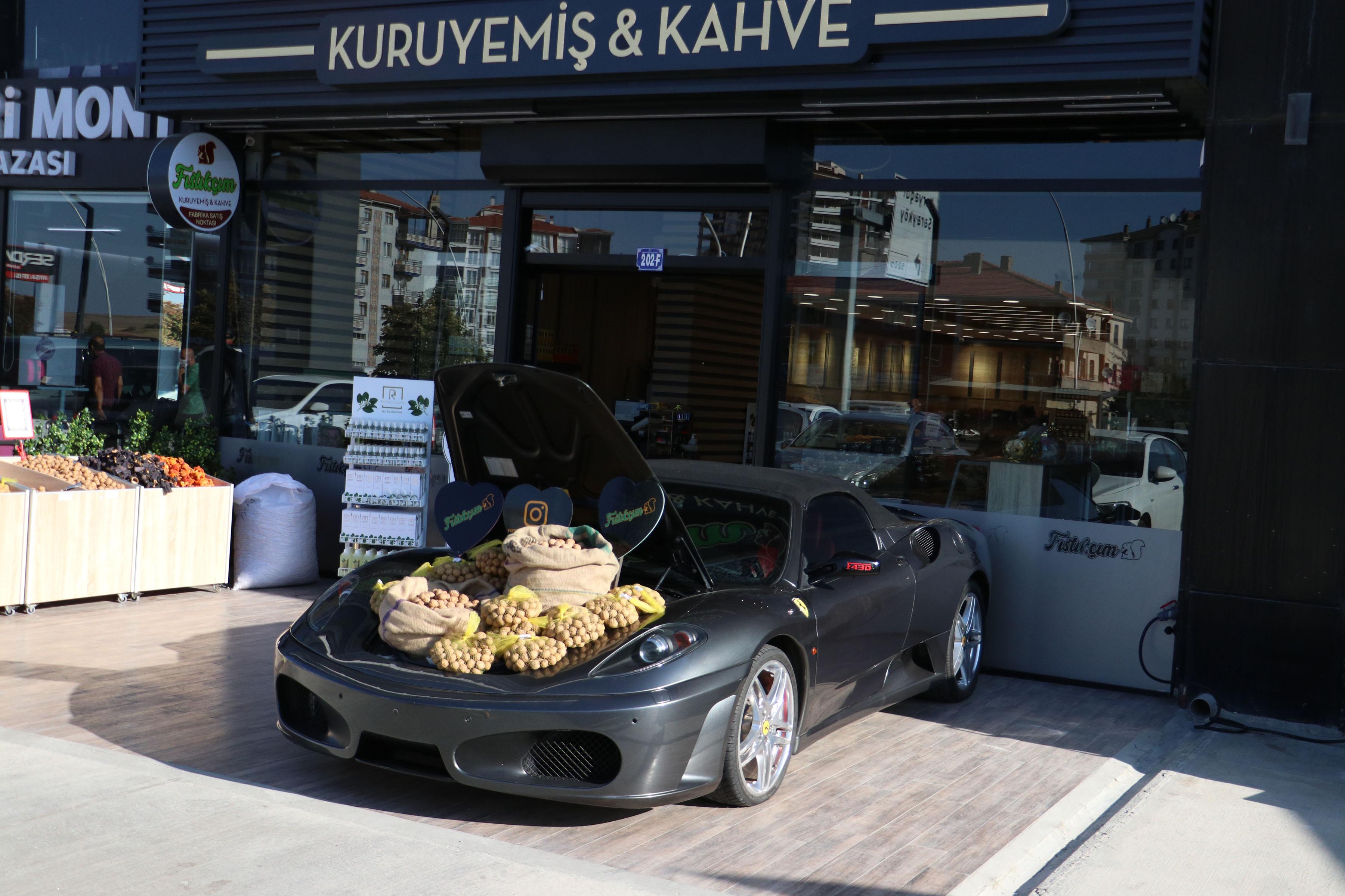 luks-otomobilin-bagajinda-ceviz-satisi-5693-dhaphoto10.jpg
