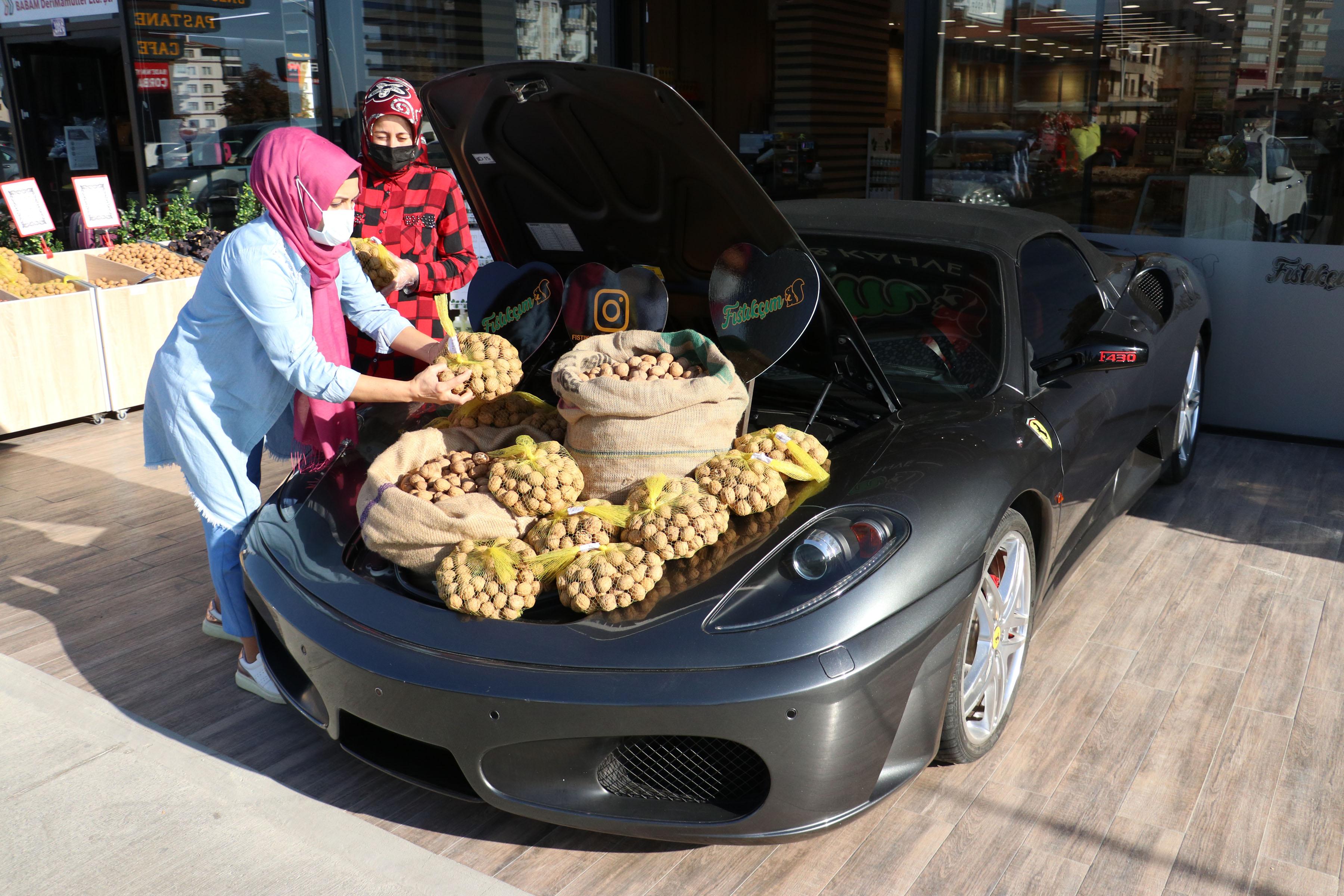 luks-otomobilin-bagajinda-ceviz-satisi-5693-dhaphoto9.jpg