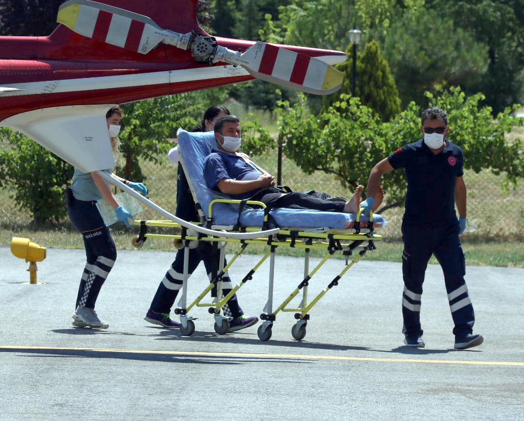 motorlu-testereyle-omzunu-kesti-ambulans-helikopterle-hastaneye-goturuldu-1831-dhaphoto1.jpg