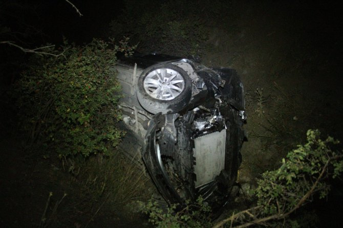otomobiliyle-80-metrelik-ucuruma-dustu-cansiz-bedenini-arkadaslari-buldu-6161-dhaphoto4.jpg