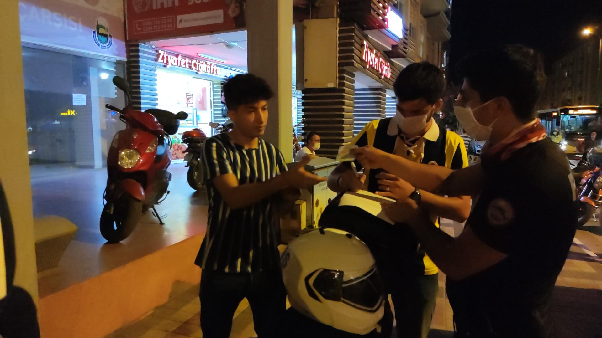 polisin-maske-sordugu-genc-maske-zorunlulugundan-haberim-yok-dedi-3095-dhaphoto2.jpg