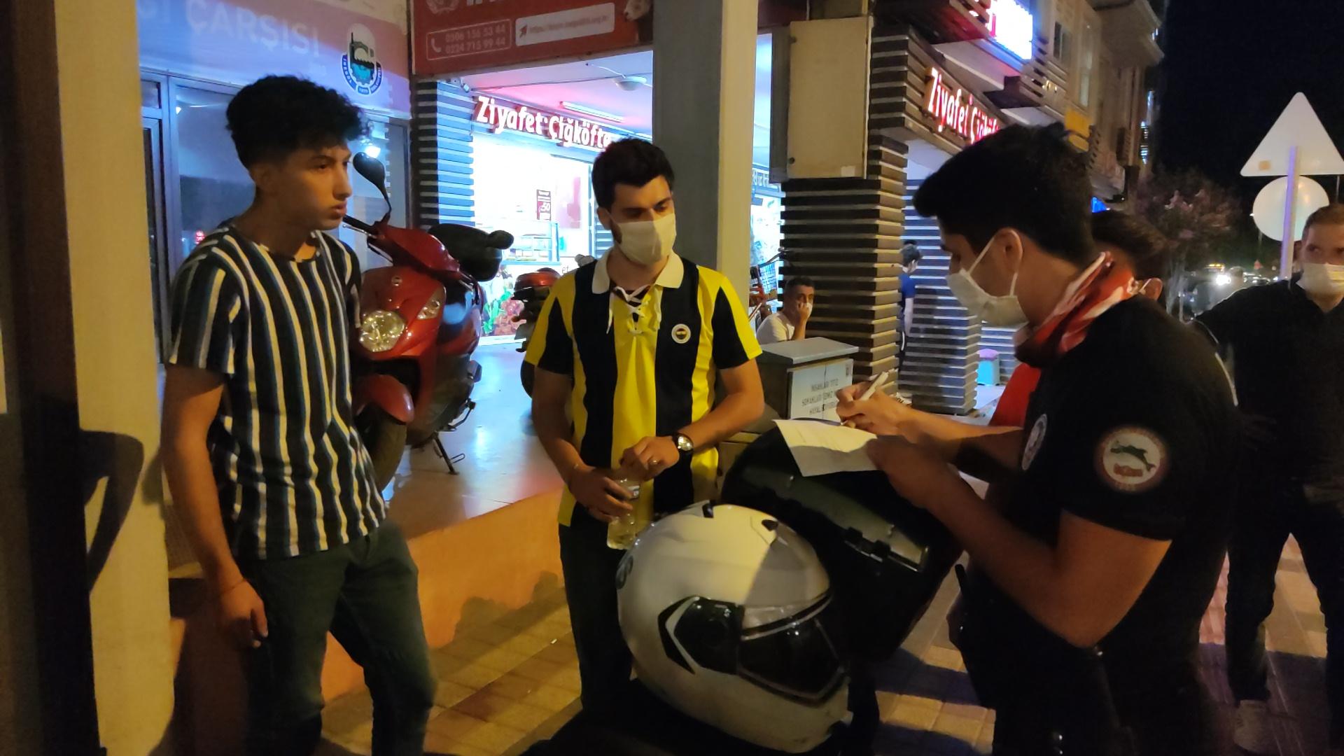 polisin-maske-sordugu-genc-maske-zorunlulugundan-haberim-yok-dedi-3095-dhaphoto3.jpg