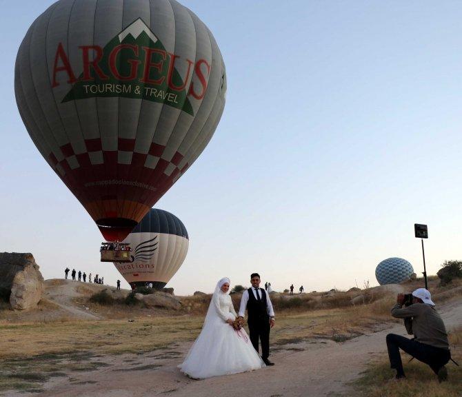 sicak-hava-balonlari-evlenen-ciftlerin-mekani-oldu-4386-dhaphoto1.jpg