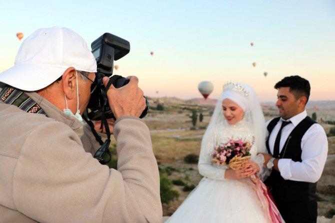 sicak-hava-balonlari-evlenen-ciftlerin-mekani-oldu-4386-dhaphoto2.jpg