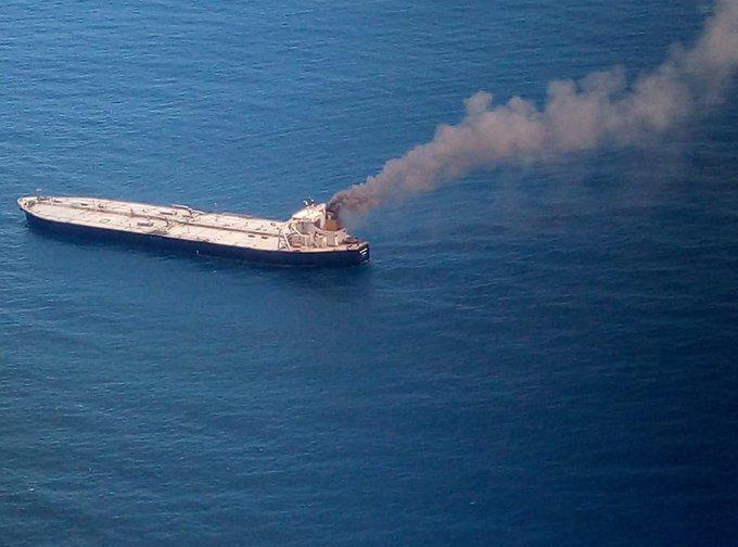 sri-lankada-2-milyon-varil-petrol-tasiyan-tanker-yandi-1-olu-5537-dhaphoto2.jpg