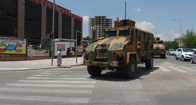 suriyeye-askeri-sevkiyat_4179_dhaphoto5.jpg