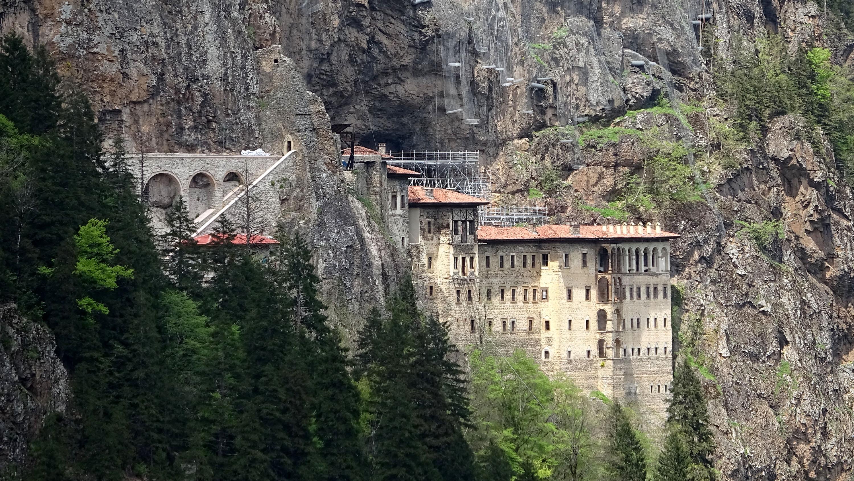 trabzonda-sumela-manastiri-ve-ayasofya-camii-yarin-ziyarete-aciliyor-6772-dhaphoto7.jpg
