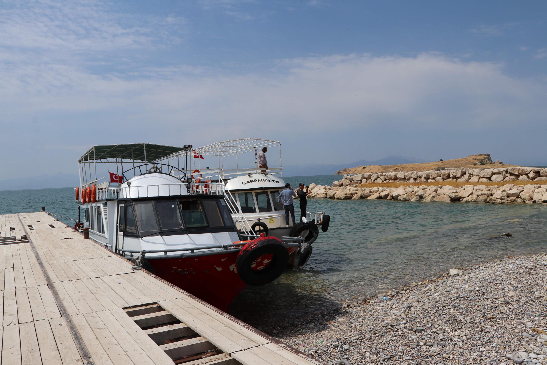 vanda-60a-yakin-kacak-gocmene-mezar-olan-teknenin-fotografi-6158-dhaphoto4.jpg