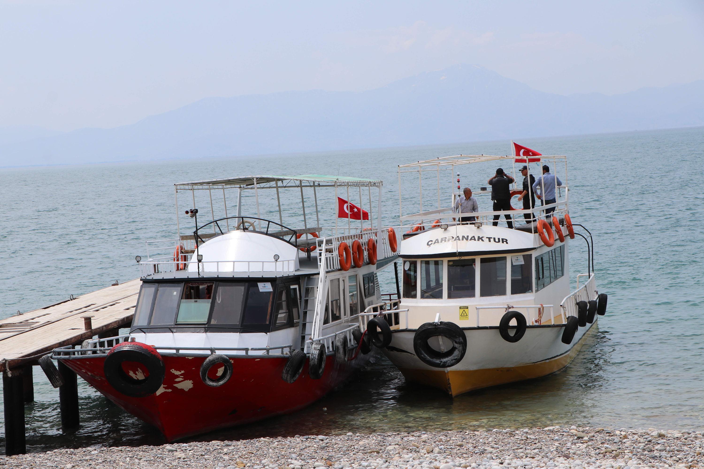 vanda-60a-yakin-kacak-gocmene-mezar-olan-teknenin-fotografi-6158-dhaphoto6.jpg
